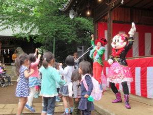 歌のお姉さんのマジックと風船ショー