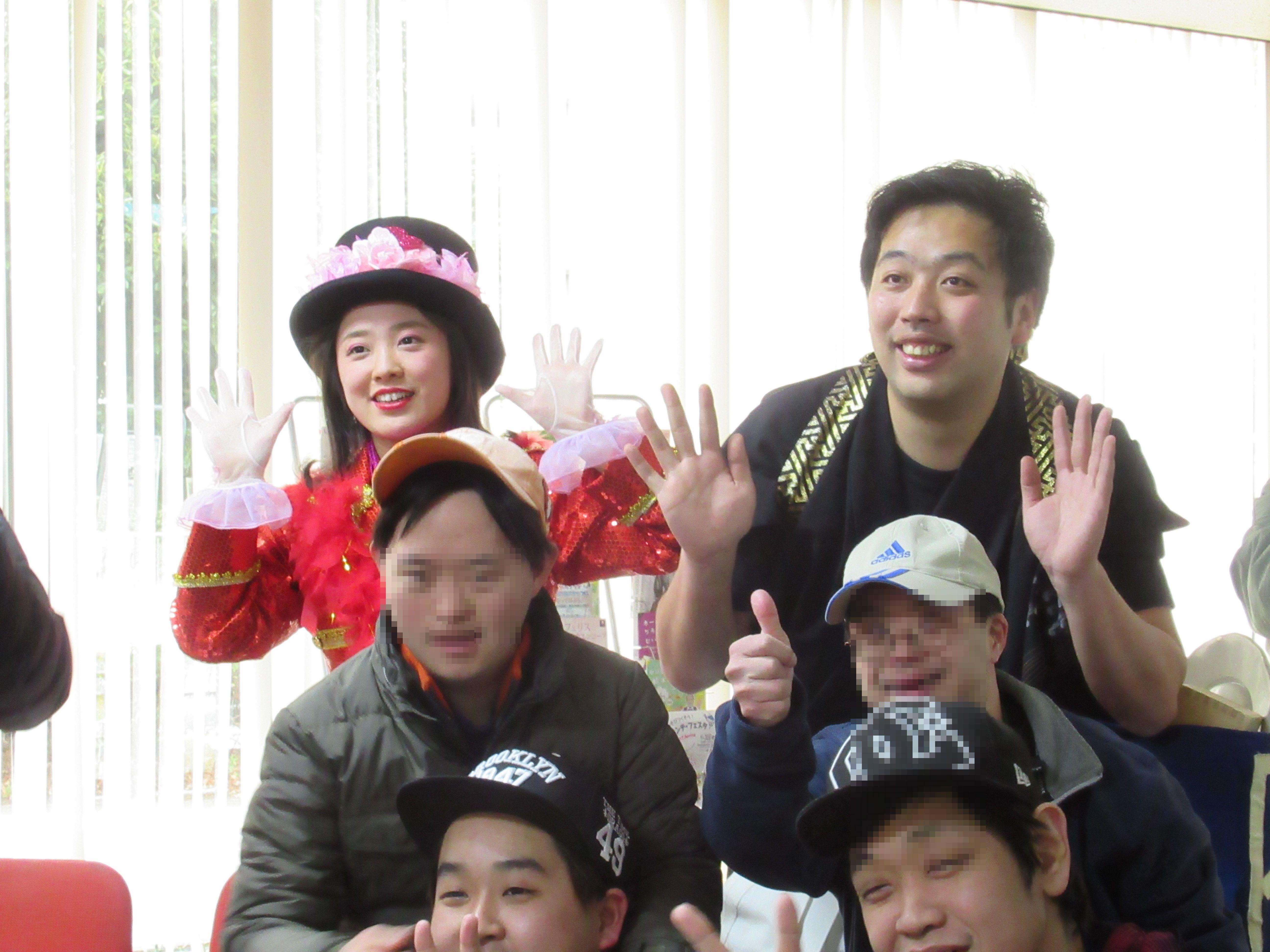 障害者施設イベント タレント出演 懐メロ歌手 大道芸人